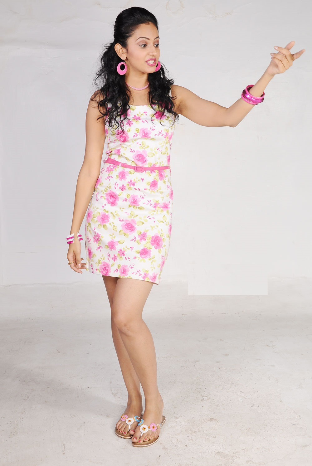 Tollywood Actress Rakul Preet Singh Spicy Legs Show Photo Shoot In Pink Short Skirt
