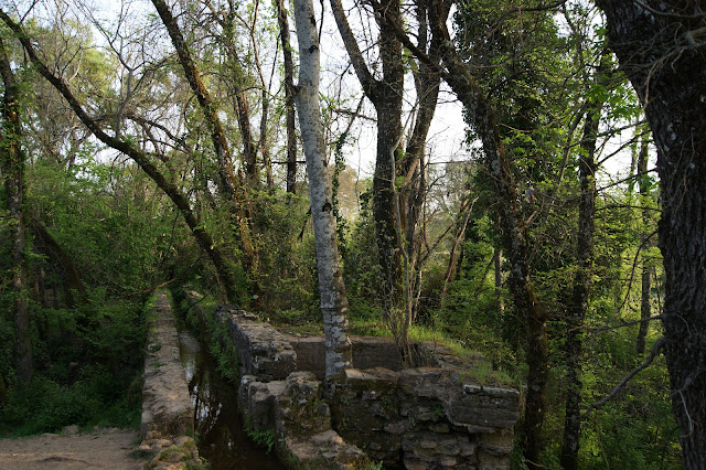 Restos del antiguo acueducto de Valdepuentes