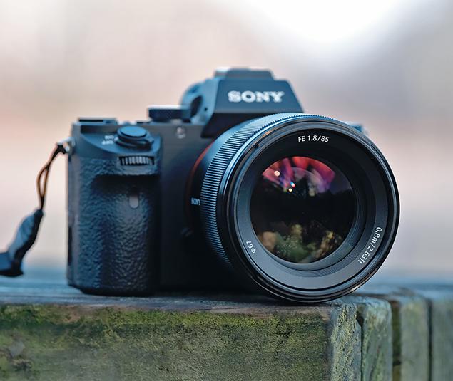 Объектив Sony FE 85mm f/1.8 с камерой Sony A7 II