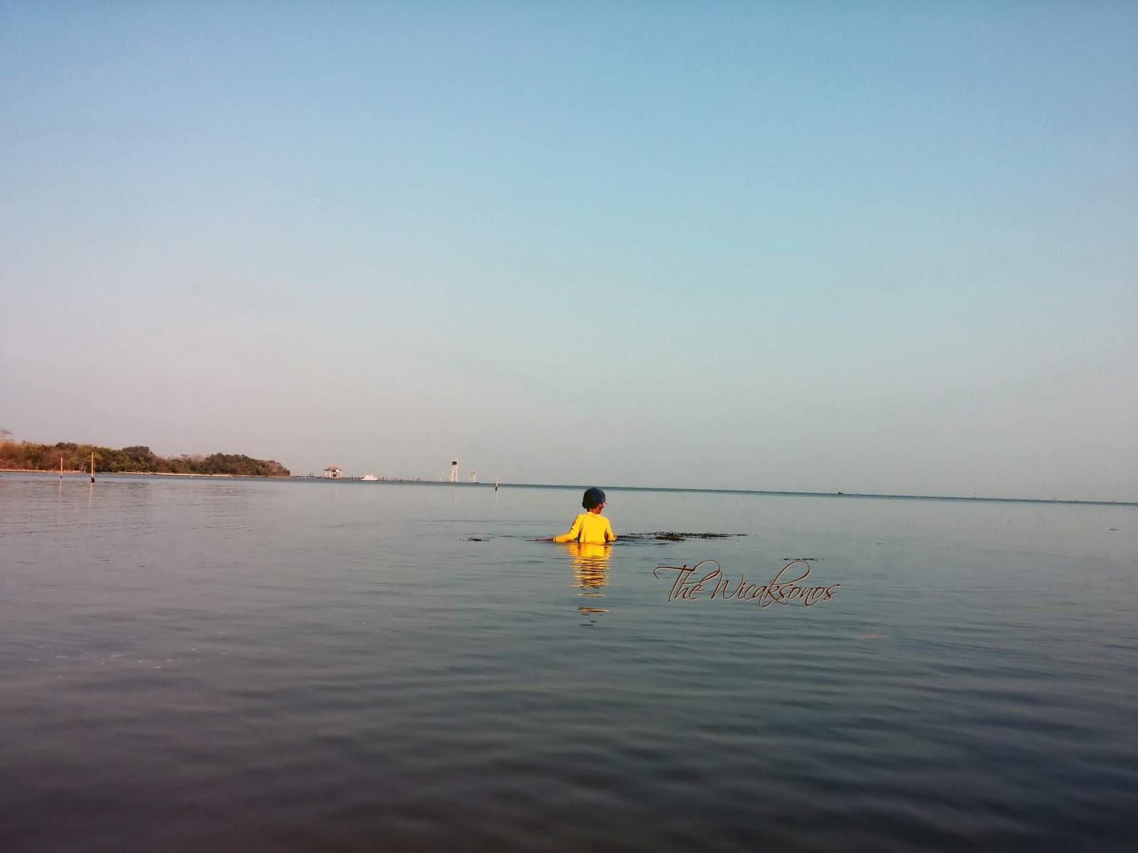 Teluk Awur yang Asri Namun Bibir Pantainya Kerap Digunakan Lalu Lalang Kendaraan Roda Dua