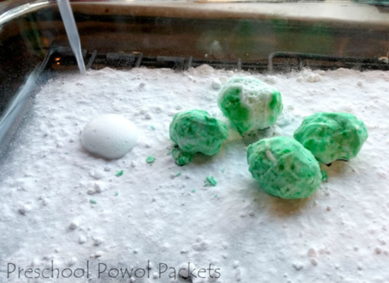 Dr Seuss Activities for Toddlers - Fizzy green eggs and ham science activity