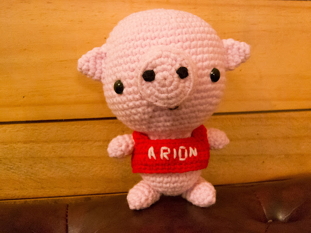 crocheted pig amigurumi