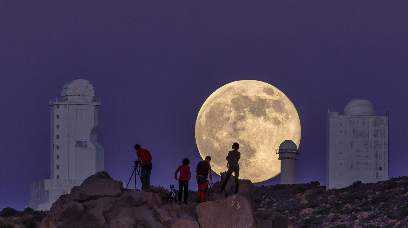http://beartales.me/2015/01/02/2014-photos-of-year-mashable/a-view-of-the-supermoon-in-the-canary-islands/
