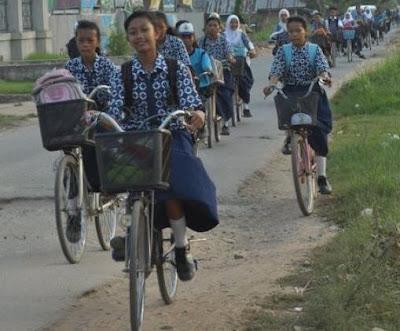 Contoh Cerpen Naik Sepeda Bareng Teman