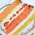 Tort z masą śmietanową, truskawkami i musem brzoskwiniowym.