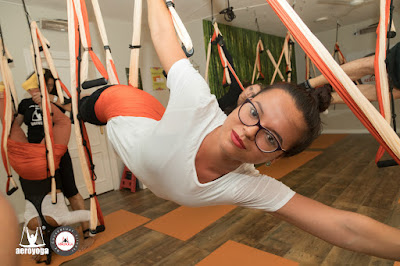 aero yoga, air yoga, aerial yoga, yoga aereo, madrid, españa, fly, flying, gravity, supesnion, teacher training, formacion, aeropilates, pilates aereo, cursos