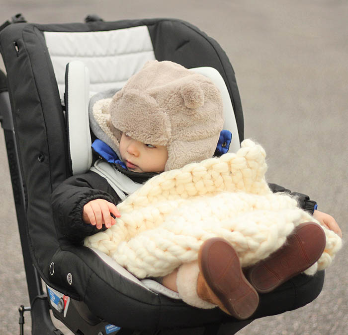 Free Stroller Blanket Knitting Pattern by blogger Gina Michele