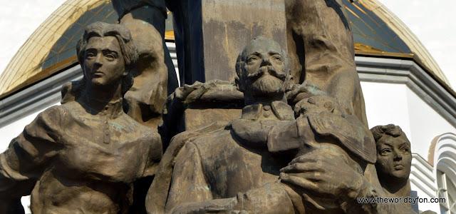 Estátua da Família Romanov em frente à Igreja do Sangue, Ecaterimburgo