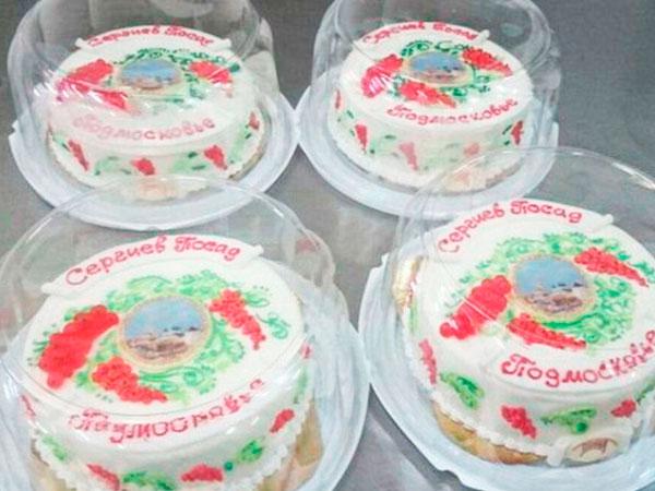 Торт «Сергиев Посад» с красной смородиной можно купить в Лавре
