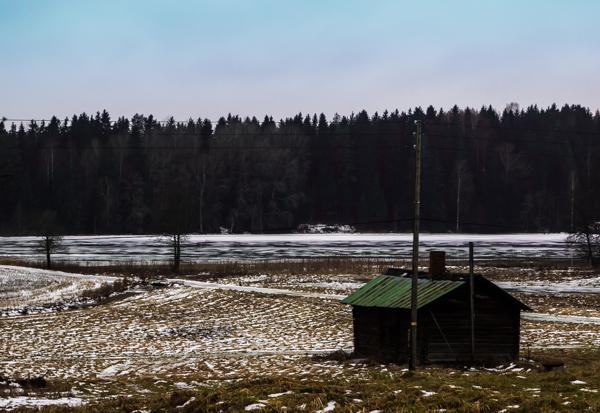 vanha sauna hirsisauna saunatupa autio mökki autiotalo järven rannalla järvenranta