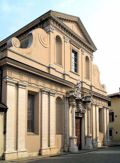 The Desenzano Duomo or Cathedral of Saint Mary Magdalene was constructed at the end of the 16th century.