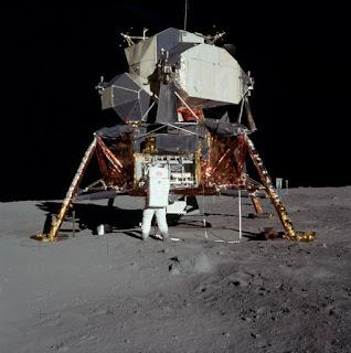 Lunar lander berbohong dengan bulan