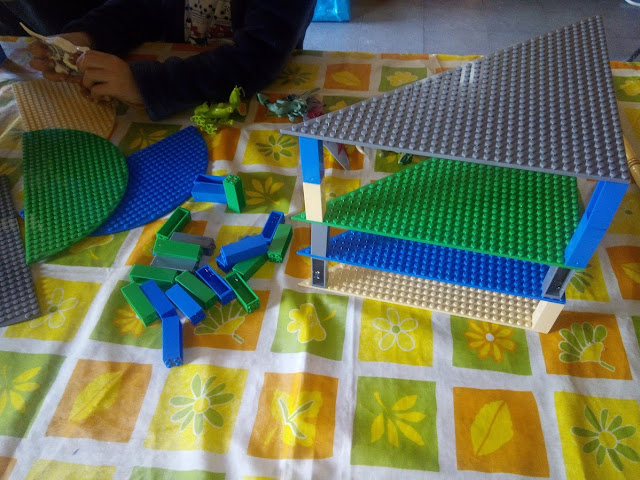 Bases triangulo lego apilables universales