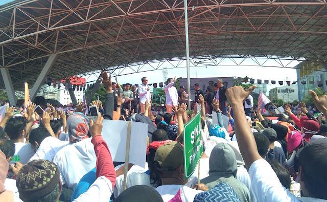 Nurdin Abdullah (NA) bersama Andi Sudirman Sulaiman dalam Deklarasi Pasangan Calon Gubernur dan Wakil Gubernur Sulawesi Selatan ditengah 500 ribu pendukung diseluruh daerah Sulawesi Selatan, Lapangan Karebosi, Makassar, (22/10/2017) - Lensapos