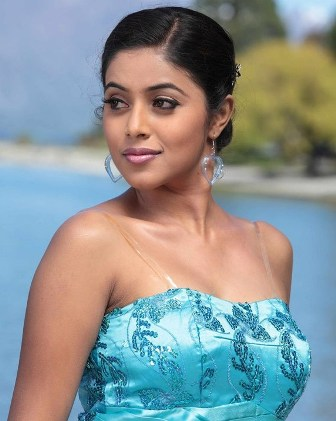 Tamil Actress Poorna Hot Wallpapers Poorna Latest New S