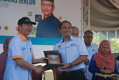 Pelantikan sebagai Duta Sains Jerlun disampaikan oleh Datuk Seri Panglima Madius Tangau