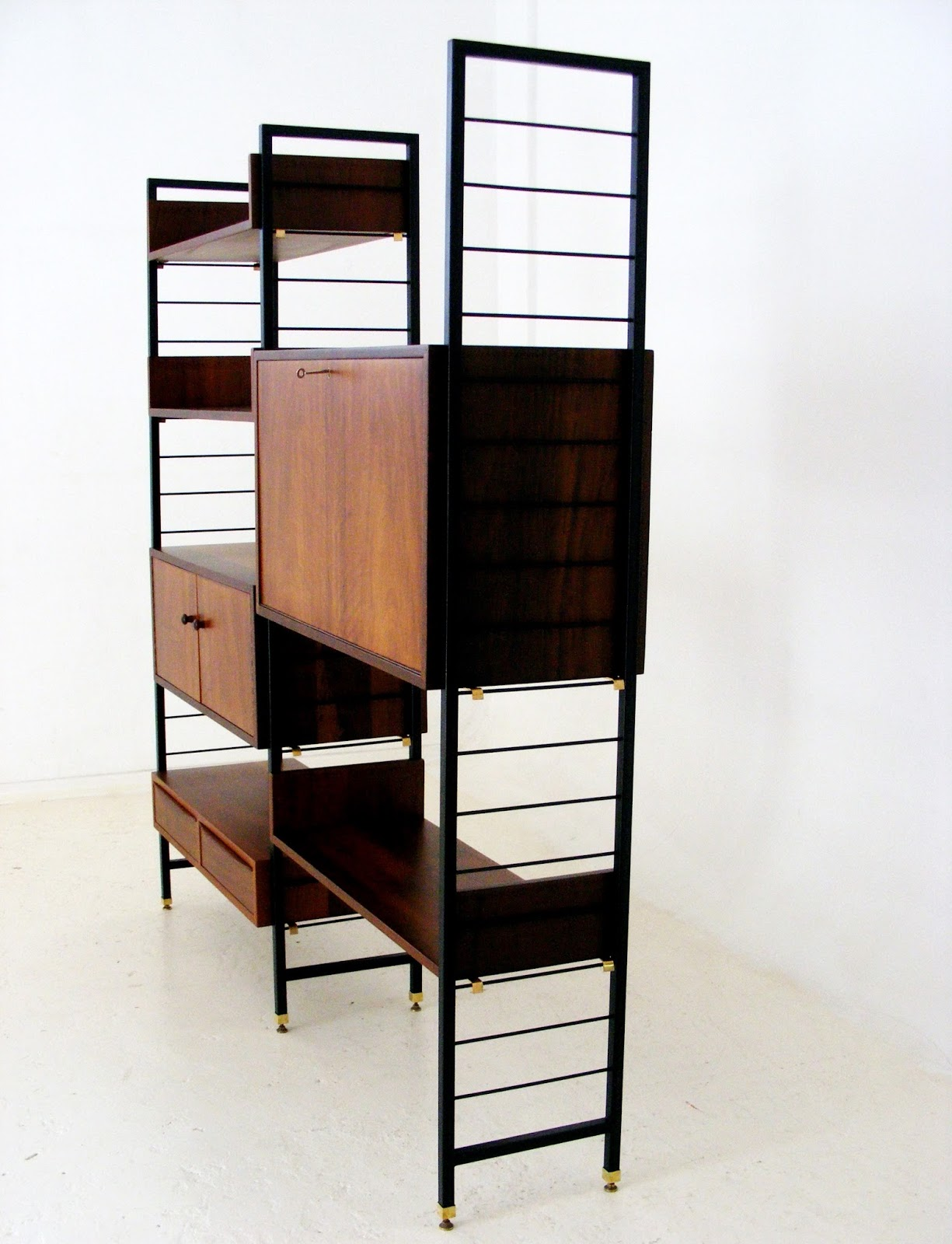 VAMP FURNITURE: A mid-century wall unit by EE Meyer _ 08 March 2018
