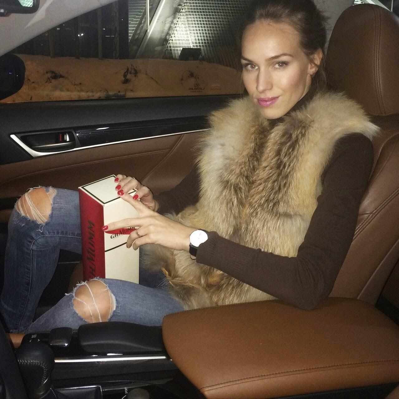 fur-vest-mumm-champain-lexus-luxury