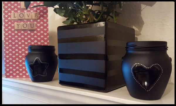 Back in February, I wrote a post on how to decorate jam jars ideal for Valentines or a Wedding Day, these jars all had hearts or love theme to them.  My favourite of these jars were the black chalkboard painted jars with the star and heart cut outs.