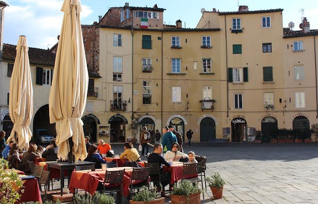 Restaurantes na Piazza Anfiteatro em Lucca