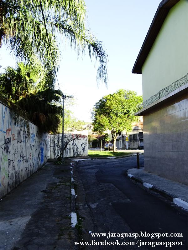Beco com saída para a estrada de Taipas, no qual finalizo minha expedição fotográfica ao Jardim Bandeirantes