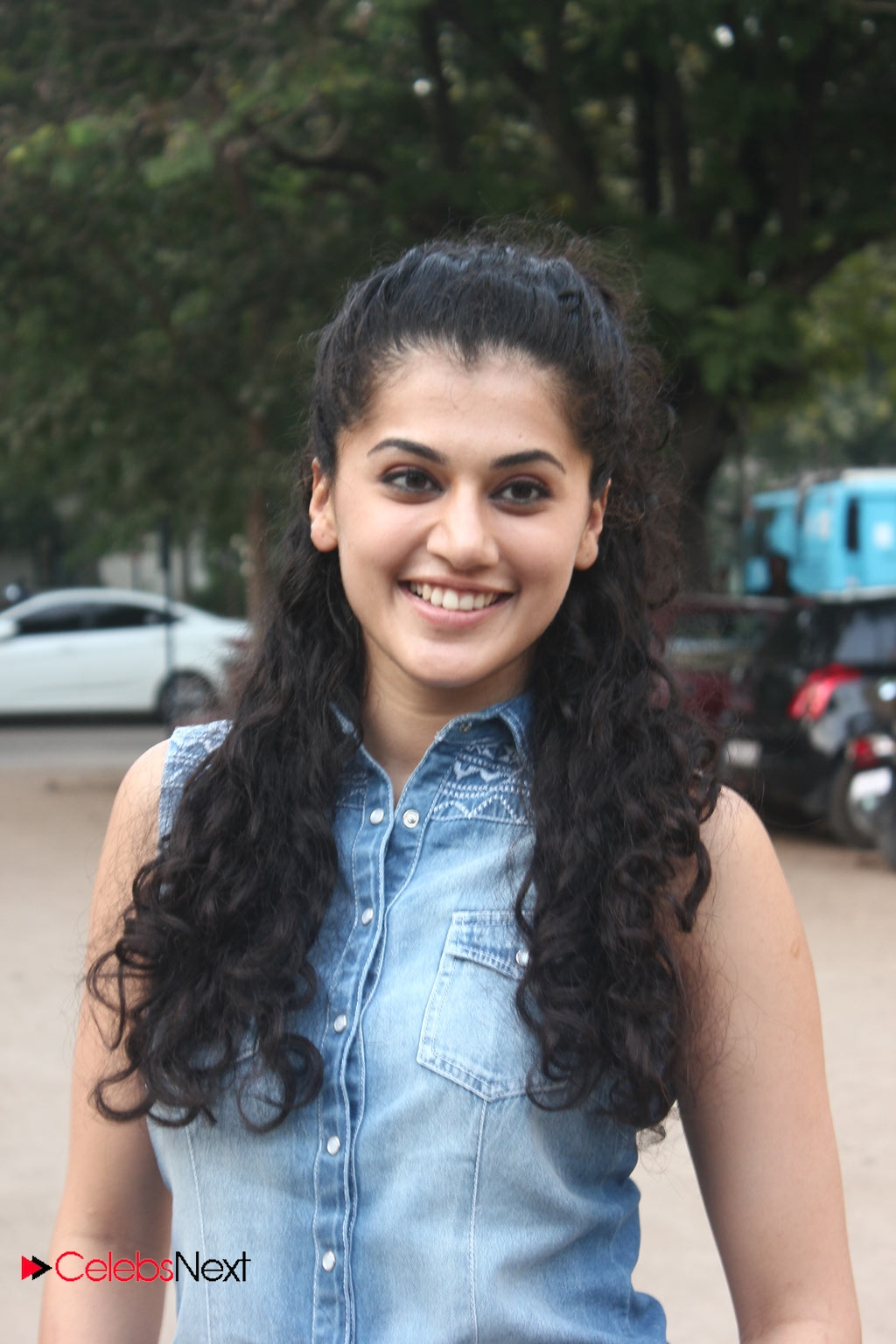 Latest Bollywood Hd Wallpapers Tapsee Pannu Photos In Skinny Jeans At Maranthen Mannithen