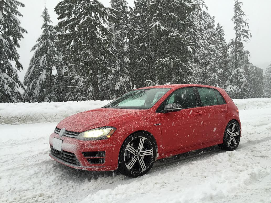 review 2016 volkswagen golf r in the snow. Black Bedroom Furniture Sets. Home Design Ideas