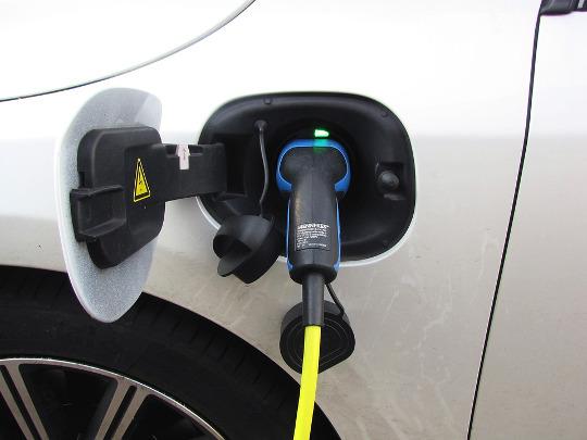 El Ivace impulsa la movilidad eléctrica con ayudas de hasta el 80% del coste de la instalación de estaciones de recarga de uso público