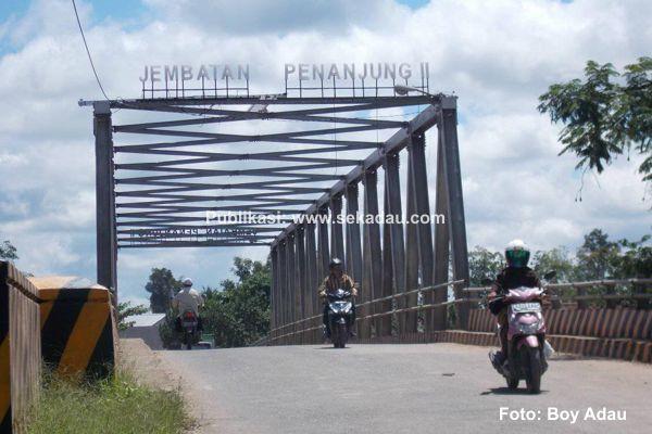 Warna warni Lampu Jembatan Penanjung II, Menarik Perhatian Masyarakat Sekadau: Pemotrekan saat disaing hari oleh sdr.boy adau