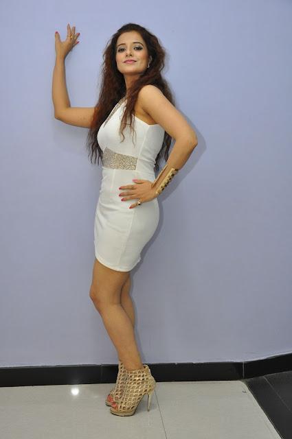 Actress saloni hot photos