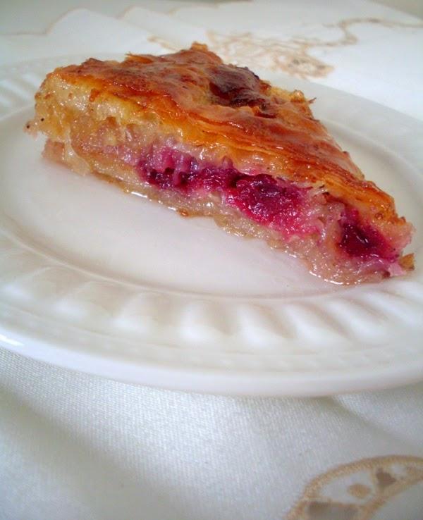 Prelivena slatka pita sa višnjama