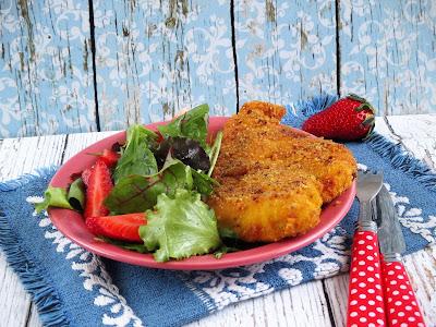 Rántott csirkemell NoCarb panírban epres salátával