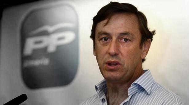 """Rafael Hernando afirma que """"Sánchez bloquea España"""" y se lleva varios ZASCAS"""