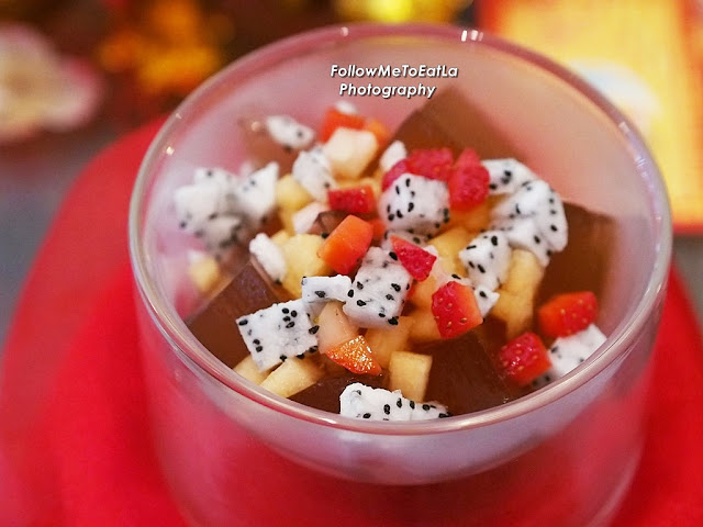 Chilled Chrysanthemum Jelly With Mixed Fruits