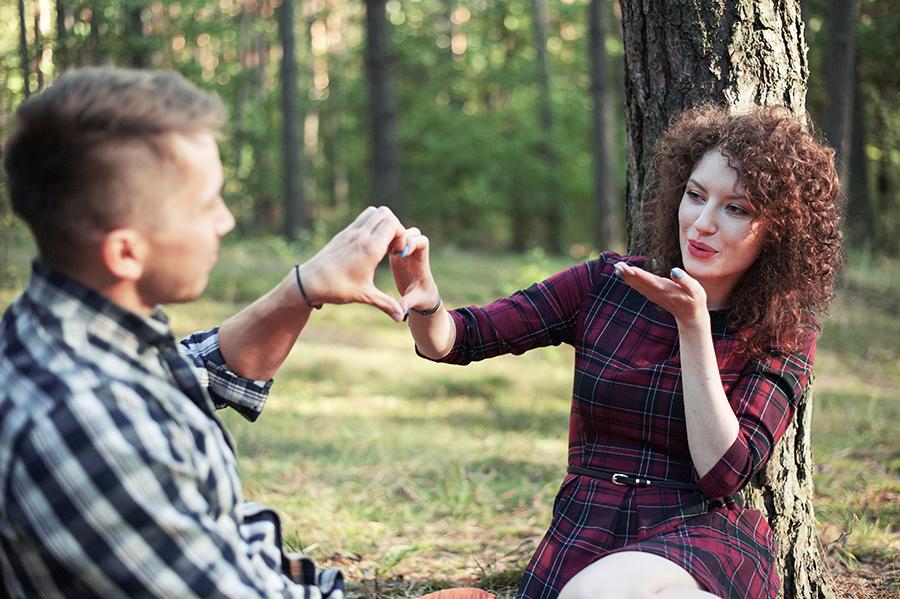 Sesja narzeczeńska w lesie. Fotografia portretowa Lublin.