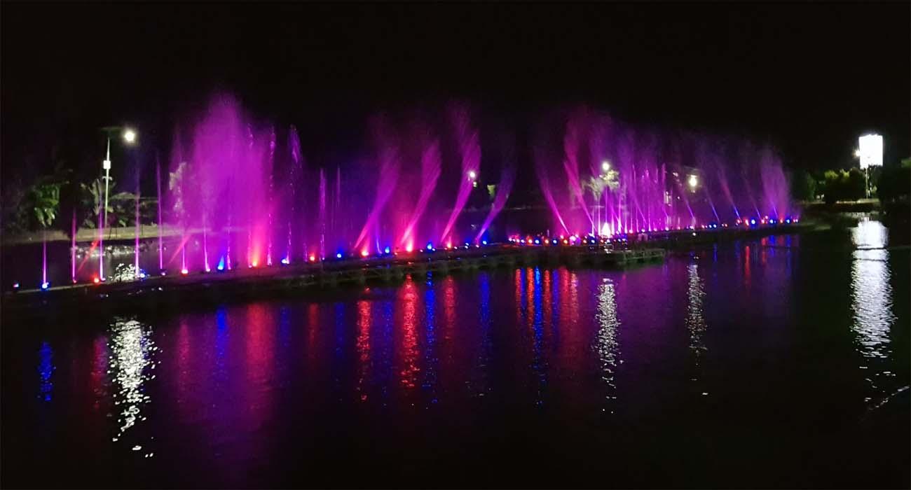 info dan review tempat wisata Jembatan Surabaya atau air mancur bergoyang