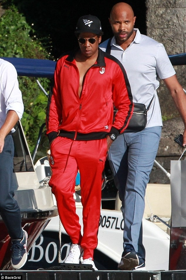 Beyonce and Jay-Z pictured while on a romantic boat ride in Italy