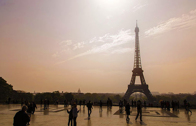 Passeio Romântico na torre Eiffel em Paris