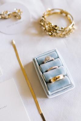 wedding bands display