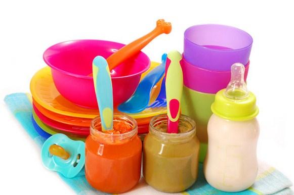 Memilih Perlengkapan Makan Bayi yang Aman
