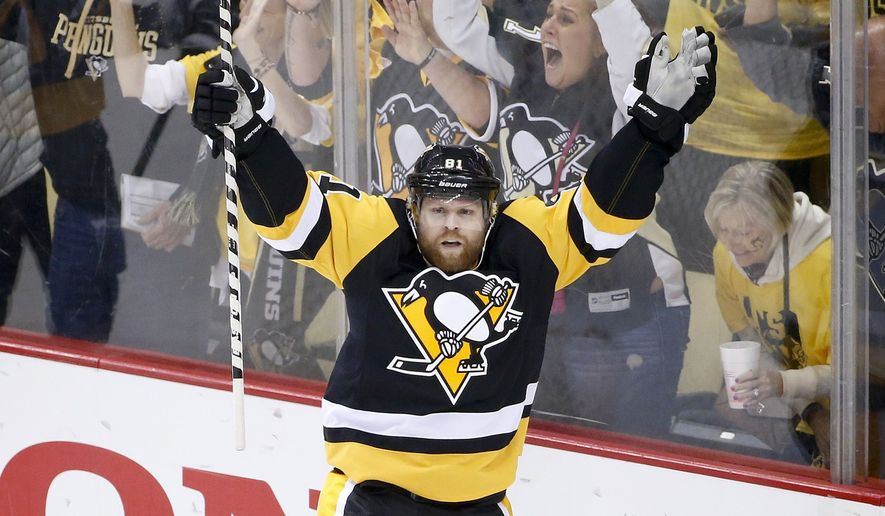 50be0de0423 The Toronto Maple Leafs did an odd thing during the 2015 offseason - they  traded by far their best player in Phil Kessel. Now, trading top talent in  the NHL ...