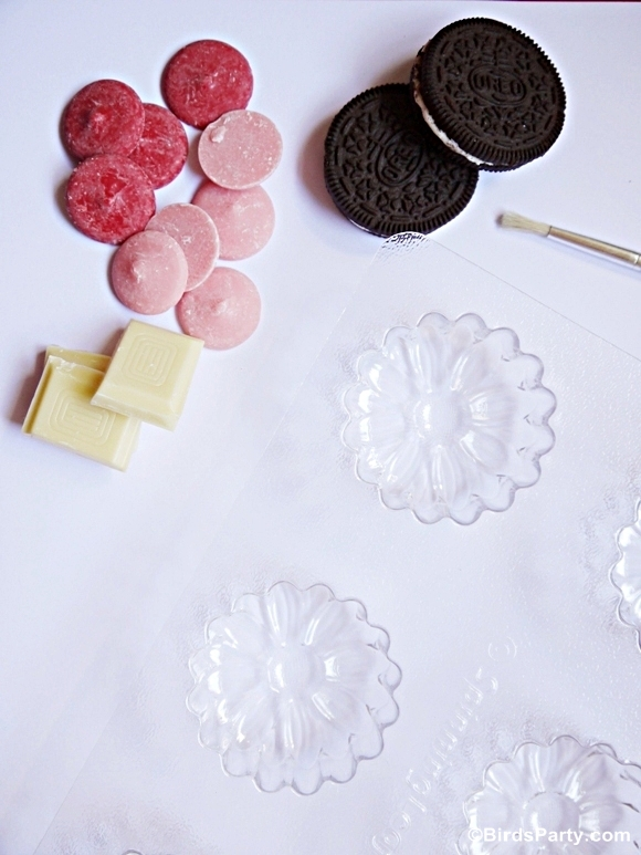 Mother's Day: DIY Chocolate Covered Oreo Flowers Tutorial with FREE Printable Gift Tags - BirdsParty.com