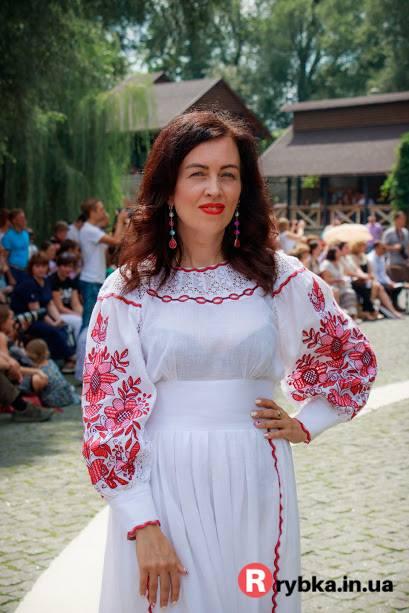 «Подивитися на наше чудо – українське та кримськотатарське етнічне й  стилізоване вбрання 03e74879445ad