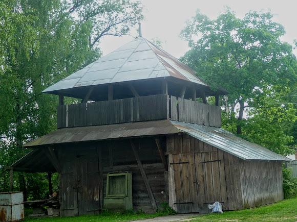 Долина. Церковь Рождества Пресвятой Богородицы (1904) УГКЦ. Деревянная колокольня