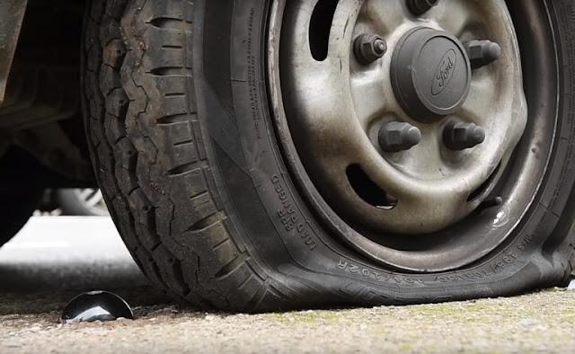 Απίστευτη εφεύρεση θα τρυπάει τα λάστιχα όσων παρκάρουν παράνομα πάνω σε πεζοδρόμια!