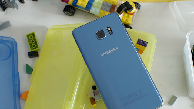 The Replacement Note 7 Samsung offers its owners is the S7 or S7 Edge plus the difference in price