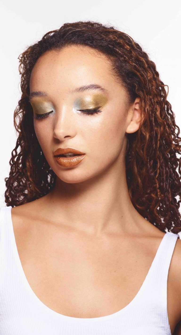 Molten Metals Makeup Look from Avon Winter 2018 Campaign