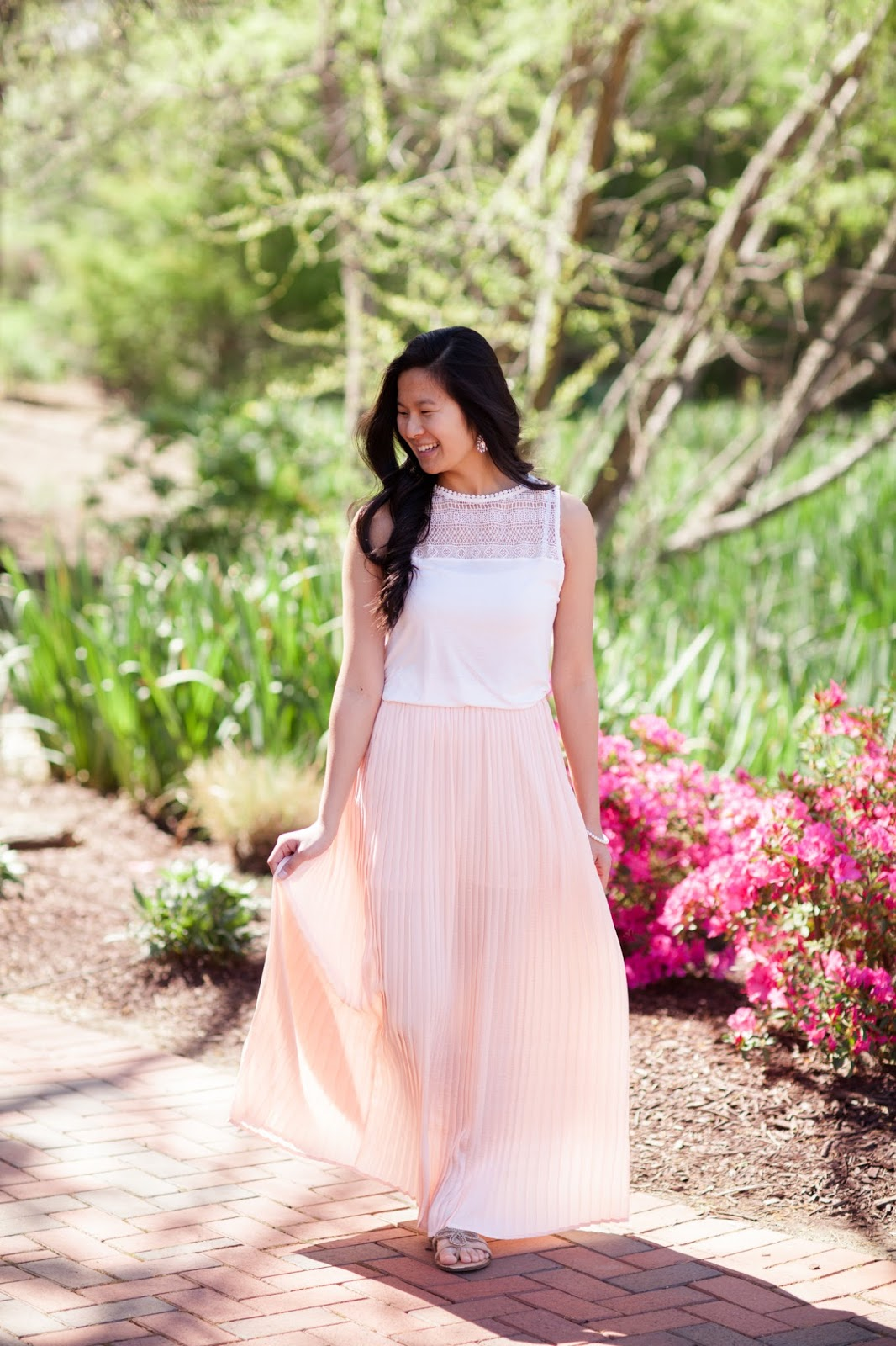 Styling_a_pink_midi_skirt