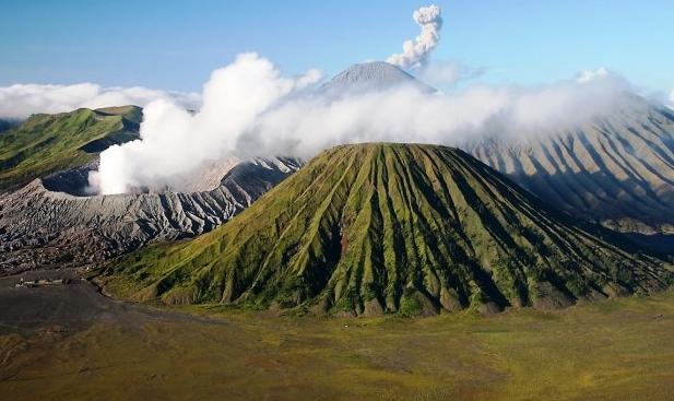 Gunung sebagai salah satu wisata Malang terfavorit