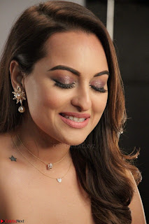 Sonakshi Sinha stunning Red Gown at Nach Baliye Season 8 interview 006.JPG